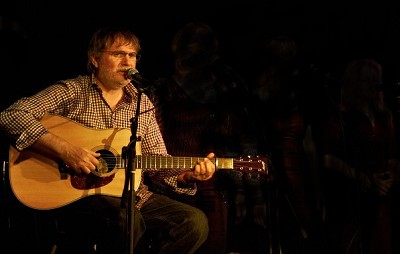 Song based acoustic sessions with Ian Entwistle